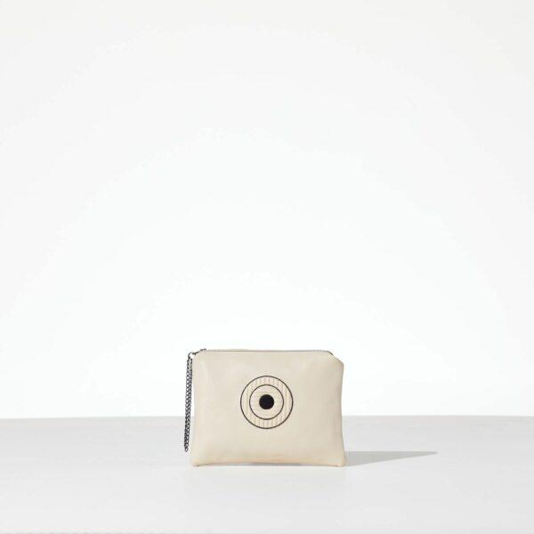 Miss Ecru Mini Clutch από δερματίνη σε εκρού χρώμα και σχέδιο μάτι